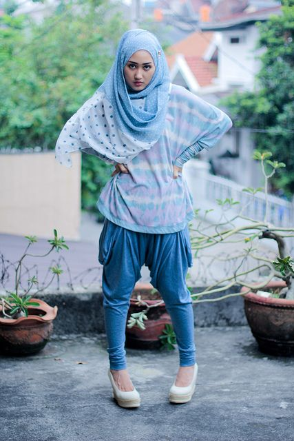 http://abayatrade.com muslim fashion magazine  Blue Flare