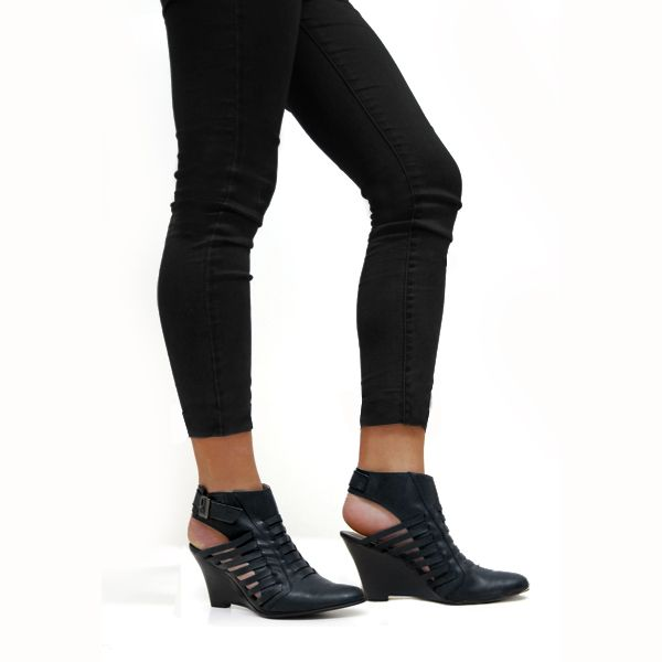 Bootie Albano Glam http://www.albano.cl/albanostore/item.php?category_id=3&subcategory_id=6&article_id=2495
