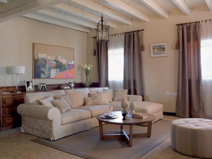 En Interiorismo Label disponemos de los mejores especialistas en decoración, que te asesorarán en la mejor forma de decorar las estancias de tu casa, respetando tu estilo personal.
