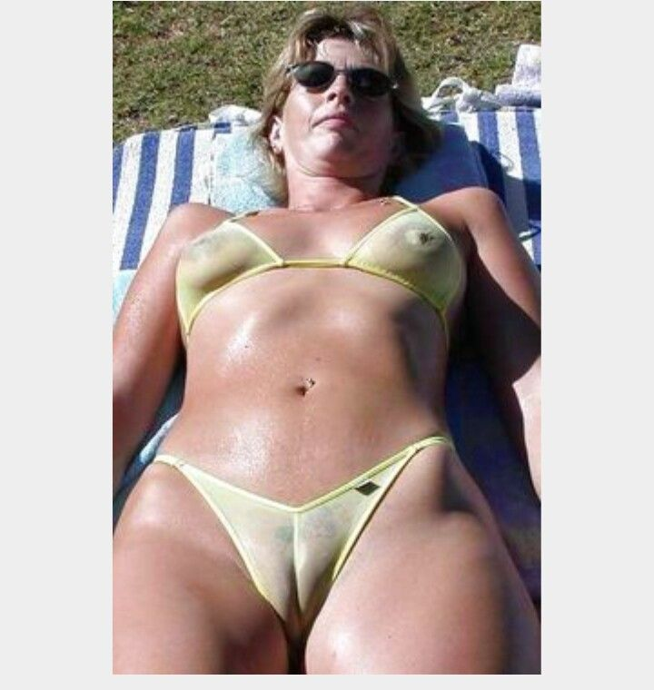 Yes! huge mom camel toe