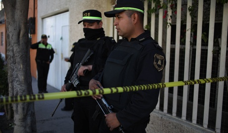 People in a Mexican city have been left without local police protection after the entire force resigned. Every officer in Marcos Castellanos handed in their badge after four of their number were killed and one was kidnapped in a series of attacks. (via Voice of Russia)