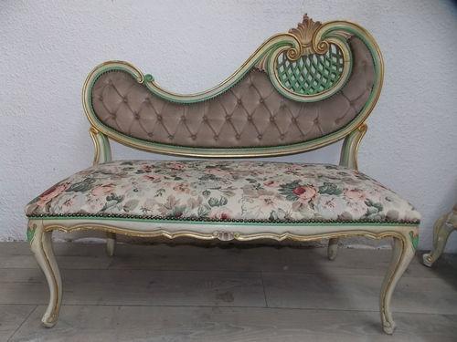 ancienne petite banquette laqu e de style v nitien tissu fleuri canap ancien mobiliers. Black Bedroom Furniture Sets. Home Design Ideas