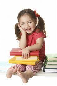 Een kleuter is van 4 tot 6 jaar. Ze kunnen al kleine zinnetjes zeggen , met blokken spelen , en eenvoudige tekeningetjes maken. Het woordje 'nee' staat op nummer 1 en word vaak herhaald. Ze worden voorbereid op een schoolkind.