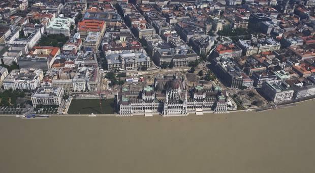 Budapest: Viel Platz bleibt dem Parlament nicht mehr: AP/Sandor Ujvari