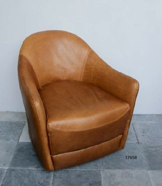 Poltrona in cuoio chiaro -leather chair http://www.griffegenova.com/Griffe_Home/Divani_pint_new.html