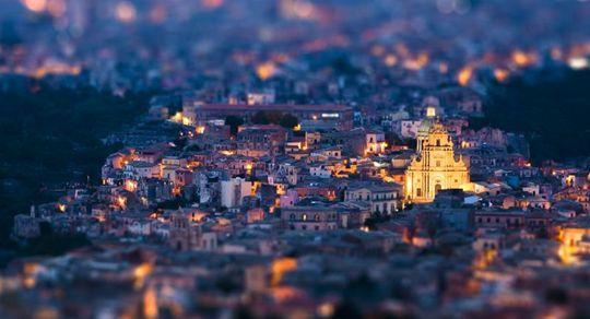 Le città dei lettori di Focus, fotografate dai lettori -> http://www.focus.it/cultura/curiosita/il-meglio-del-mese-da-ifocus_C9.aspx