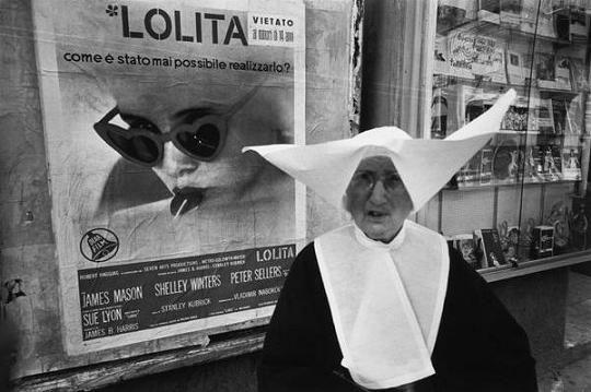 Palermo, Sicília, em 1964. Foto de Bruno Barbey (Magnum Photos).