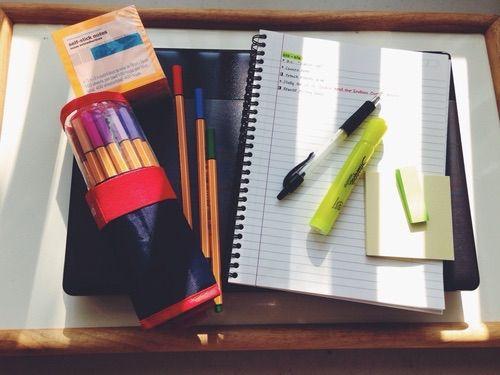 Afbeelding via We Heart It https://weheartit.com/entry/147749510/via/15584923 #block #decoration #desk #exams #inspiration #organisation #pink #red #room #school #study #studying #work #yellow #selfimprovement #stabilos #starbucksgirly
