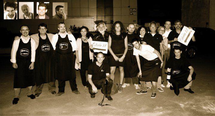 Osteria 2.0 - Prima Edizione, 2010. Tutti insieme, esausti ma soddisfatti, a fine serata.
