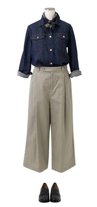 Gジャンのディテールを取り入れたシャツは薄手なので1枚で着ても、羽織って着てもおすすめです。ネックにバンダナ柄のスカーフを巻いて、秋ニュアンスのスタイリングに。