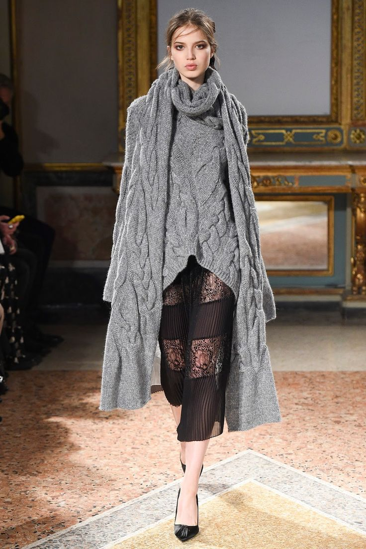A new way to how to wear a scarf inspired by Fall/Winter 2016 collections - follow examples of Missoni, Bottega Veneta, Les Copains