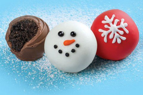 OREO Snowman Cookie Balls Recipe~no baking and Oreos covered with chocolate...what could be better?