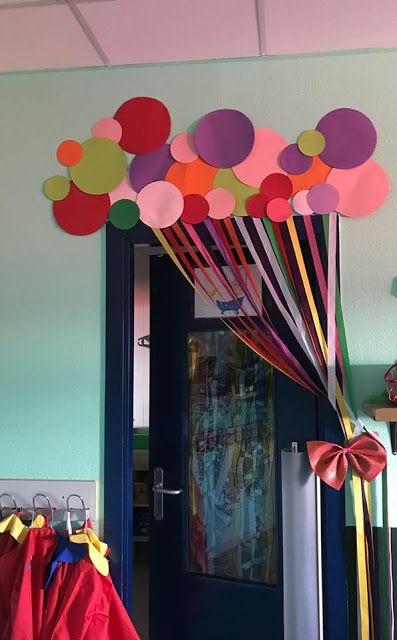 Llamativas decoraciones de fiesta con cortinas de papel
