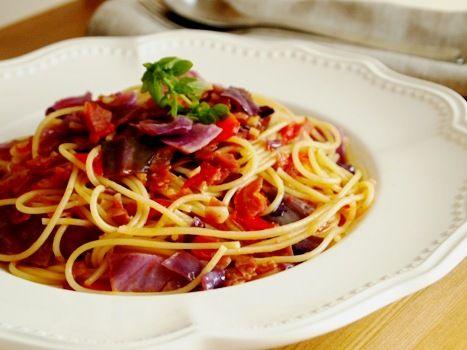 紫キャベツとサラミのガーリックトマトソースパスタ| ウーマンエキサイト みんなの投稿