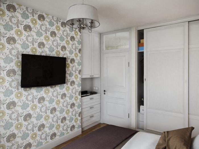 Интерьер спальни, белый шкаф купе в спальне