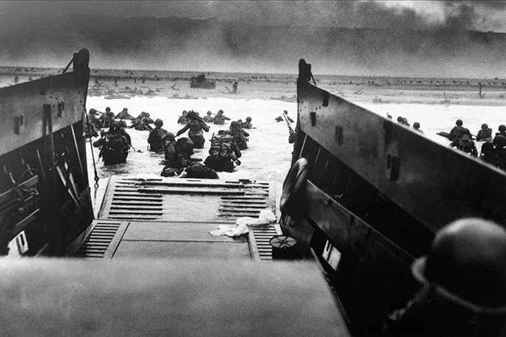Oggi ? l'anniversario del D-DAY. Rivivilo con le foto di Robert Capa Il 6 giugno 1944 ? conosciuto come il D-DAY, il tragico giorno dello sbarco in Normandia, un evento epico e tragico che ha cambiato il corso della storia.  A fianco delle migliaia di soldati pronti a #dday #normandia #omaha #fotografia
