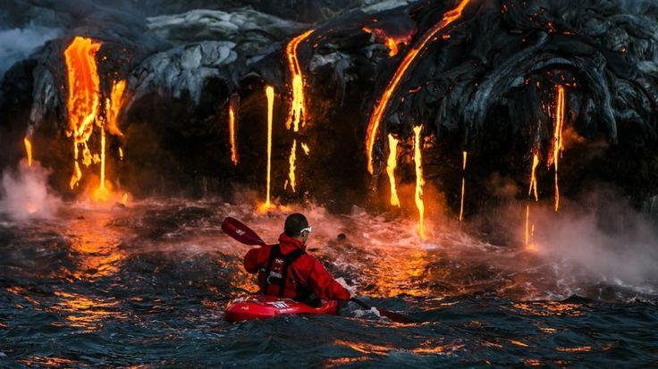 5. Passeio insano de caiaque perto de lava derretida, no Havaí