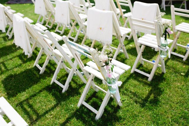 Credit: Susan Noelle - stoel, geen persoon, zitting (meubels), tuin, gras (term), natuur, zomer, buitenshuis, hout, park, gemakkelijkheid, leeg, bloem (plant), blad, meubilair, gazon (grasveld), plant