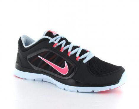 De Nike Womens Flex dames Trainer 4 trainingsschoen is zeer licht van gewicht en heeft een sportieve look. De schoenen zijn voorzien van een zacht gevulde enkel kraag voor comfort en stevigheid. De bovenkant van de schoen is grotendeels gemaakt van net stof, dit zorgt voor extra ventilatie rondom de voet. #Nike #FlexTrainer4 #damesschoen #damesfitnessschoen #fitnessschoen