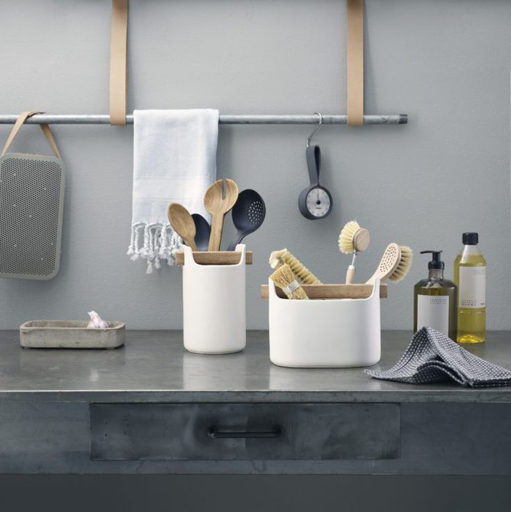 This new Toolbox by Eva Solo is a stylish and easy storage solution for work place, bathroom or kitchen. I like the simple wooden handle, giving this piece a very natural look. The post Eva Solo Toolb