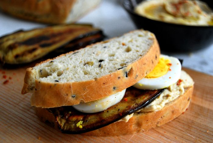 eat in my kitchen ° Sabih – A Sandwich with Hummus, Egg and Grilled Aubergine