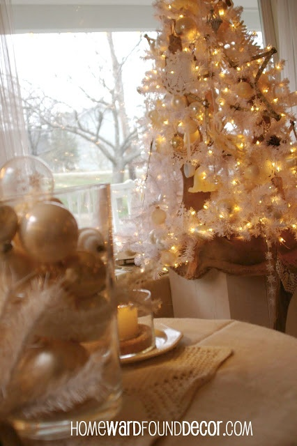 Vintage White Christmas Tree decor tips from HOMEWARDfoundDecor.com
