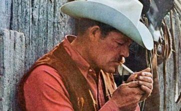 """Los 5 """"vaqueros Marlboro"""" que murieron por fumar Darrell Winfield, el hombre de los anuncios de los cigarrillos Marlboro que en la vida real era de he..."""