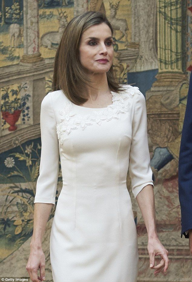 The elegant queen looked polished with her famous bob looking straight and sleek for her r...