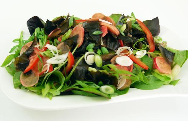 Mixed Greens & Cucumber Wakame Salad