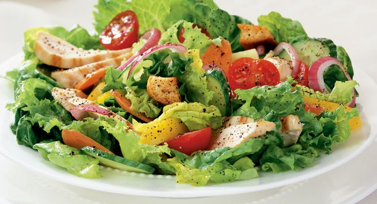 Tossed Green Salad with Chicken and Crushed Black Pepper