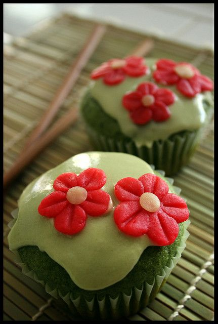 ♥ Easy Vegan Recipes ♥ Vegan cupcake recipes. (Green Tea w/almond shown) Perfect for parties or everyday!