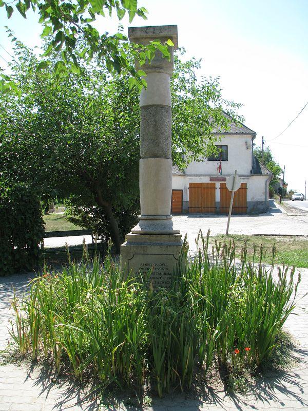 A középkori Tabajd emlék oszlopa (Tabajd) http://www.turabazis.hu/latnivalok_ismerteto_5053 #latnivalo #tabajd #turabazis #hungary #magyarorszag #travel #tura #turista #kirandulas