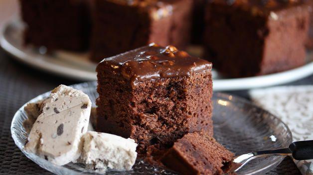 Sjokoladekake med rømme og firkløverglasur