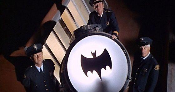 LOS ANGELES accende il BAT-SEGNALE in onore di ADAM WEST