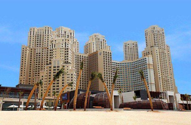Luxus, Sonne, Strand und Meer ☀️Heute gibt's bei @urlaubsguru im Adventskalender eine luxuriöse Dubai-Reise zu gewinnen 😍 Morgen fliegen die Gewinner unserer Dubai-Aktion in die Emirate - wünschen euch schon einmal viel Spaß!#LTUR #LTURDubai Reposted Via @lturlm