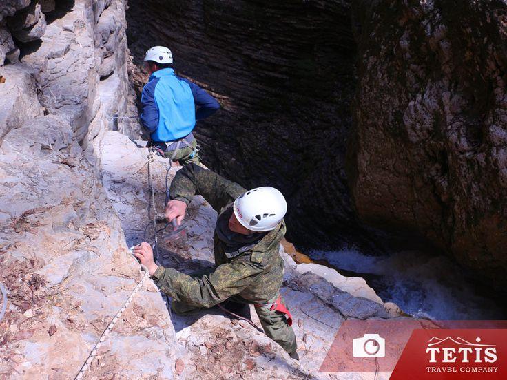 https://www.tetispark.ru/catalog/canyoning/  Обустройство маршрутов каньонинга в ущелье Руфабго.  В течении двух дней команда инструкторов TetisPARK провела плановые сезонные работы по проверке и установке новых страховочных точек в каньоне реки Руфабго в преддверии к открытию 10-го сезона каньонинга в Адыгее от компании Tetis.   Благодаря проведенным работам мы постарались не только учесть пожелания наших клиентов, но и расширить положительные впечатления от участия в наших водных…