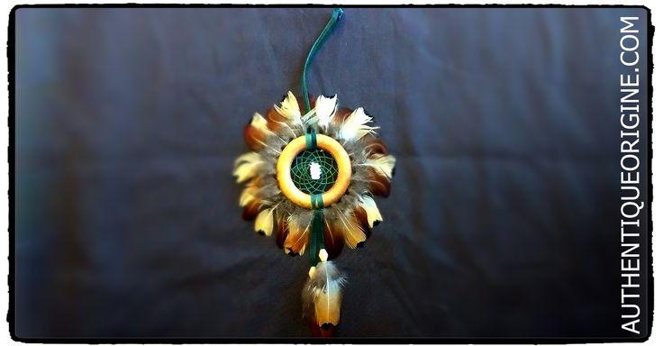 Capteur de rêve Tour de plumes #df0001-03 33$/can + Tx et livraison.  Cuir , Perles de verre,  Fil Végétale pour le tissage. Son origine est cependant issue de la culture autochtone ... suite