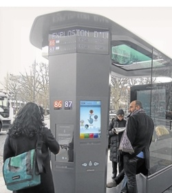 """Un abris bus """"futuriste"""""""