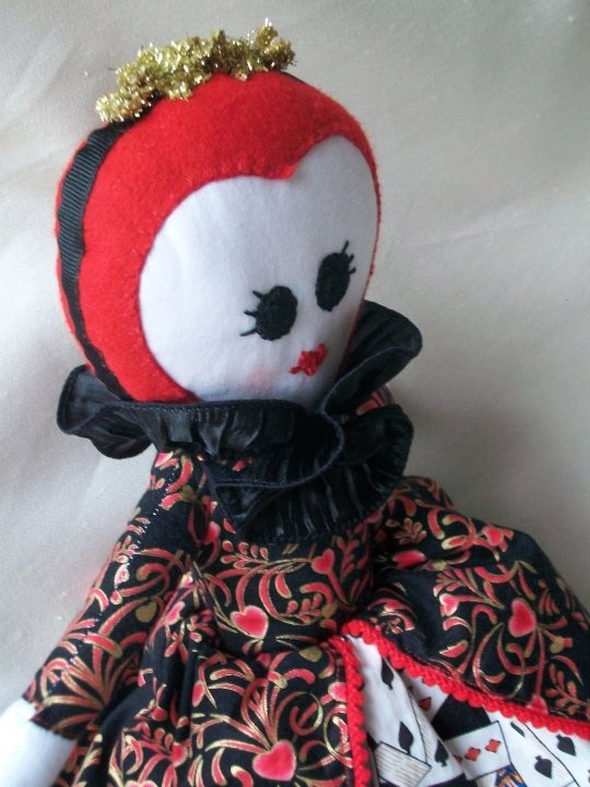 The Land of Glitter: FREE Alice and the Queen of Hearts Topsy Turvy Doll Pattern