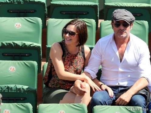 Jean Dujardin et sa compagne Nathalie Péchalat attendent la finale des Internationaux de France à Ro... - BestImage