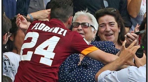 Abbraccio fra Alessandro Florenzi e la nonna, 82 anni, per la prima volta allo stadio! http://asromadelcalcio.com/2014/09/22/questo-e-per-te-mondo/