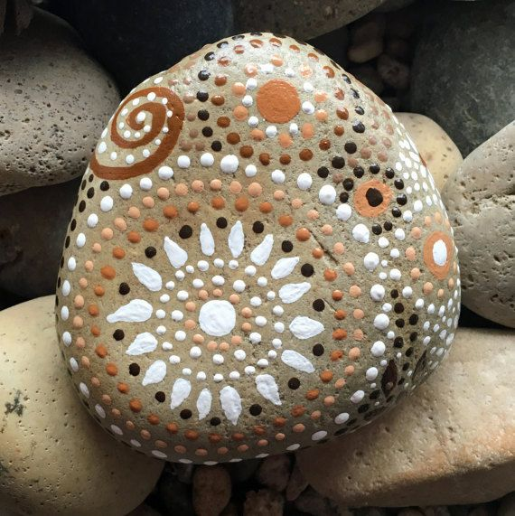 LIVRAISON GRATUITE ! L'ART rupestre par ethereal & de la terre - un autre monde & de ce créations du monde! Rock River peint à la main - champs de couleur collection #28 4.5 « x 4,5 X 1.5 - 20 onces Natural Home Decor - Mandala inspiré la conception Jardin dArt - laquage