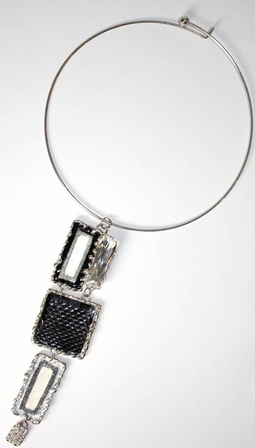 Girocollo rigido con ciondolo saldato a man, realizzato con STRASSSWAROSKI cristallo,pitone e smalti a freddo,metallo nichelfree acciaio di LuceeColore su Etsy