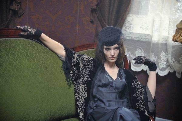 W salonie Dulskich pojawia się Agata Buzek w roli lokatorki (fot. Jan Bogacz)