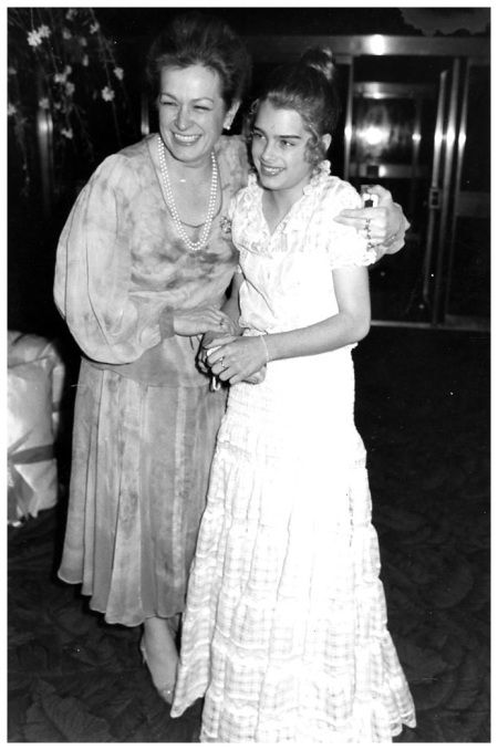 Teri and Brooke Shields at Studio 54, 1977  (Brooke was so young back then)