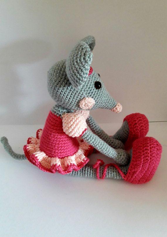 Mira este artículo en mi tienda de Etsy: https://www.etsy.com/es/listing/499553066/doll-amigurumiamigurumi-doll-doll