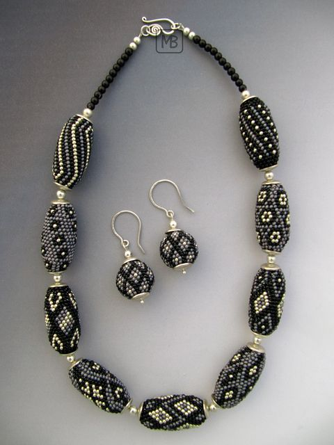 Necklace made with crochet rope beaded beads and matching earrings. Very nice combination of patterns. The beads increase and decrease to seem rounder.