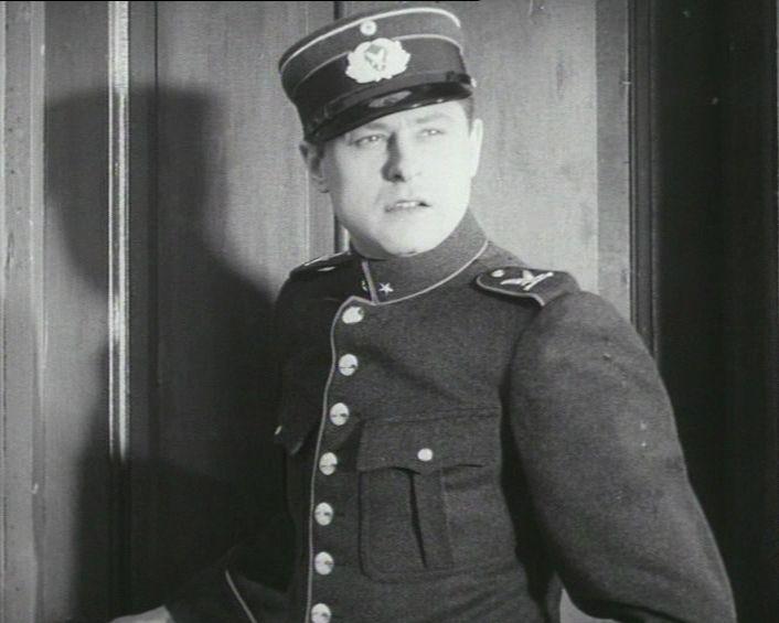 som Assistent Petersen, i alarm fra 1938.