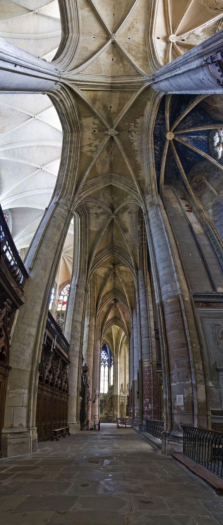 Ambit katedry St. Etienne w Tuluzie (Francja). [za Wikipedia]