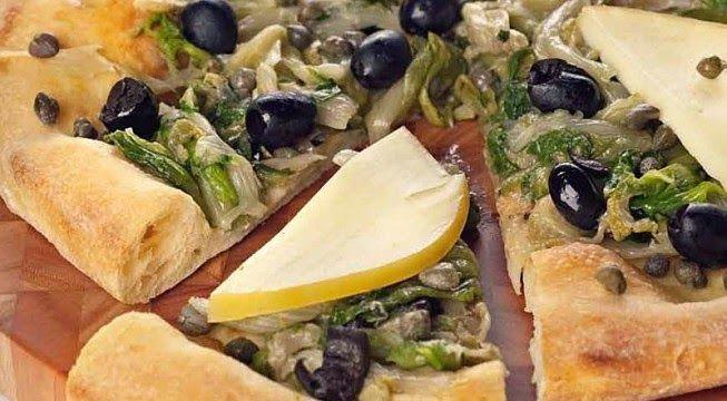 Mai mangiato la classica pizza di scarola alla napoletana? Io la faccio cosi...